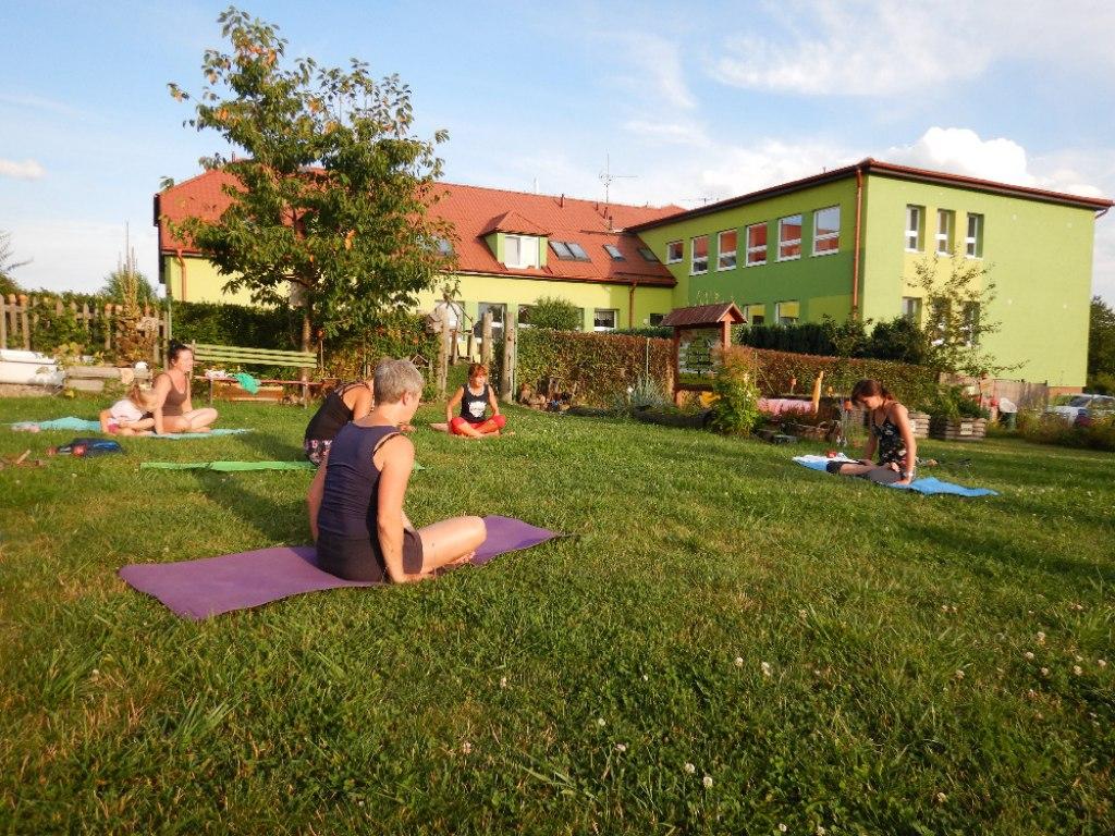 Prázdninové cvičení jógy s Danielou 8
