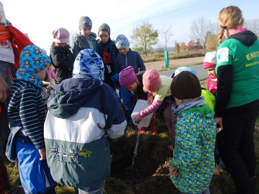 MŠ - Sázíme stromy pro naši Zemi - tentokrát se SATT  5