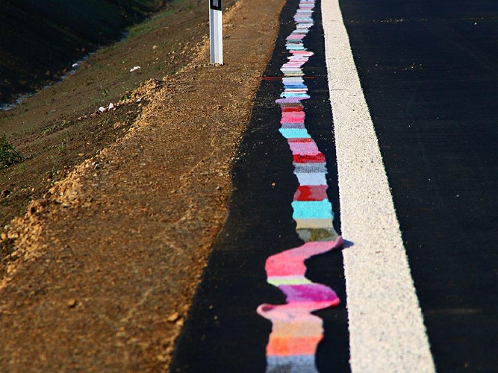 Nejdelší ručně pletená šála lemující silniční obchvat 2