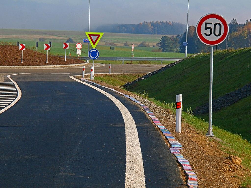 Nejdelší ručně pletená šála lemující silniční obchvat 3