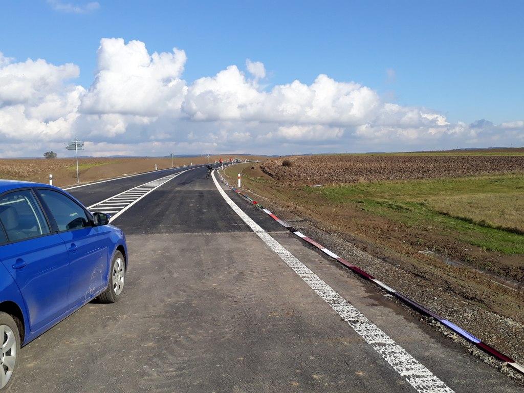 Nejdelší ručně pletená šála lemující silniční obchvat 6