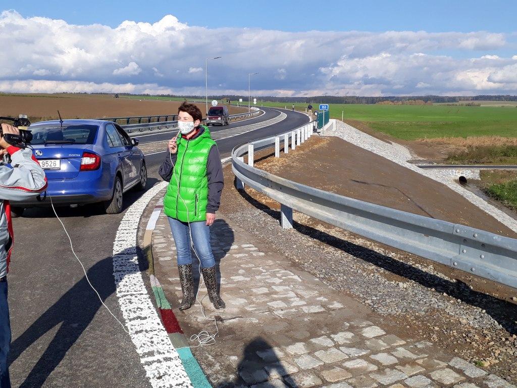 Nejdelší ručně pletená šála lemující silniční obchvat 7